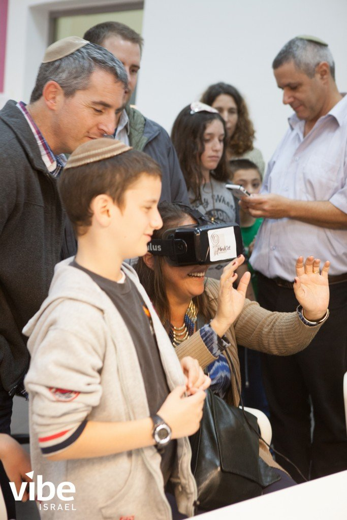 Lisa Nielsen, of The Innovative Educator, trying the Oculus Rift while we visited MindCet in Yeruham, Israel.